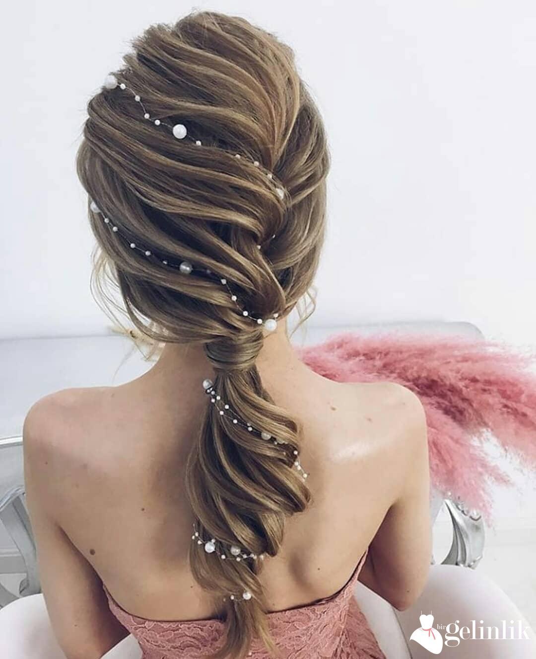 Düğün için Çiçekli Gelin Saç Modelleri