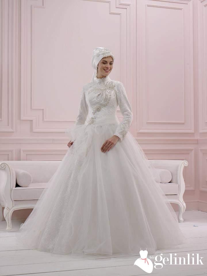5c5f98fea216b Tesettür İnci Taşlı Tül Duvaklı Uzun Kollu Prenses Gelinlik Modeli ...